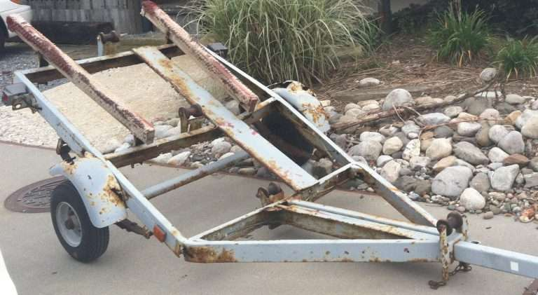 Buying A Secondhand Boat Trailer? Learn From My 10 Mistakes! Broken Secondhand Boat Trailer 768X421 1